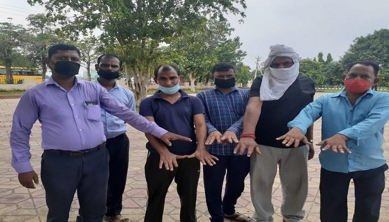 Photo of श्री राम इंजीनियर्स ने 20 साल से काम कर रहे स्थाई मज़दूरों को काम से किया टर्मिनेट, बेरोज़गार मज़दूर कटी अंगुलियों से दिहाड़ी करने पर मज़बूर