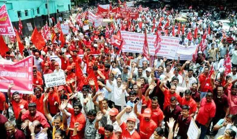 Photo of मोदी सरकार की नीतियों के खिलाफ एक लाख से ज्यादा श्रमिकों ने उठाई आवाज
