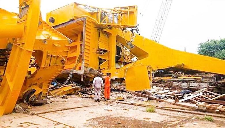 Photo of विशाखापट्टनम में 70 टन वज़नी विशालकाय क्रेन मज़दूरों पर गिरी, 11 की मौत, कई घायल
