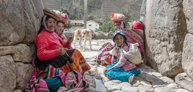 family peruvian women.jpg