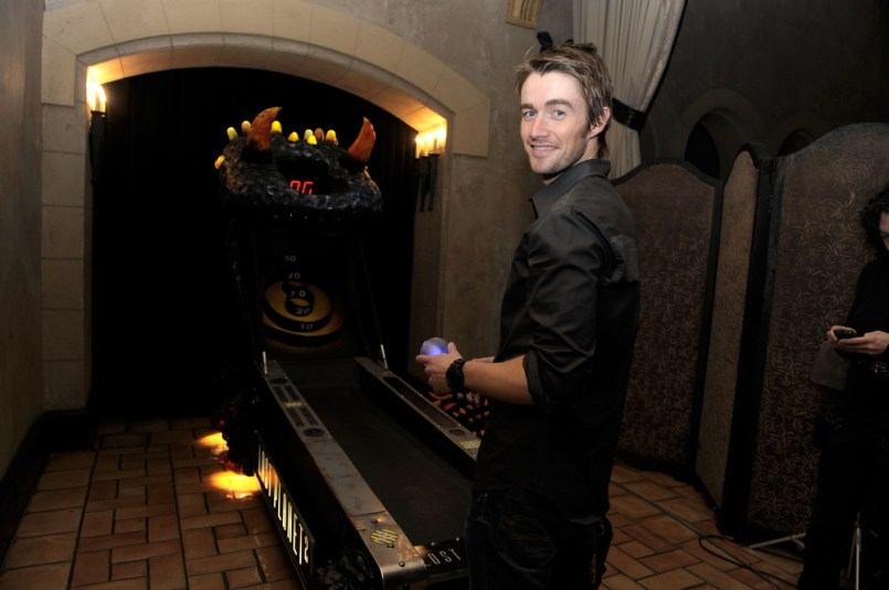 capcom-lost-planet-2-launch-party-robert-buckley-skeeball