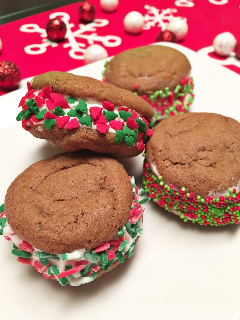 Holiday Treats: Mini Ice Cream Cookie sandwiches