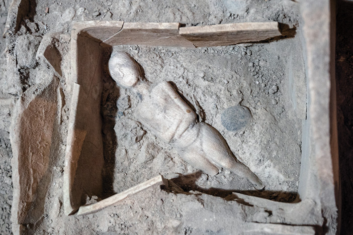 Akrotiri: the rise and fall of a prehistoric harbour town