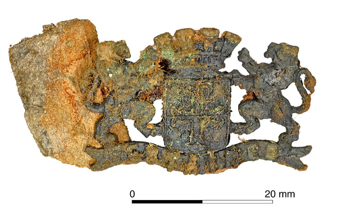 A souvenir badge from nearby Estaires. [Image: Oxford Archaeology]