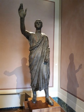 A statue called the Orator, depicting Aulus Metellus, with one arm raised.