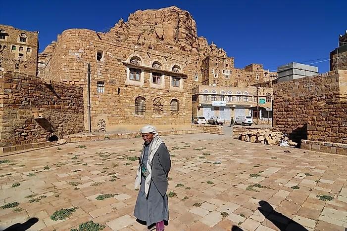 Thula é uma vila medieval no Iêmen, mostrada aqui em 2010. Hoje, foi destruída pela guerra civil.  Crédito editorial: Oleg Znamenskiy / Shutterstock.com.