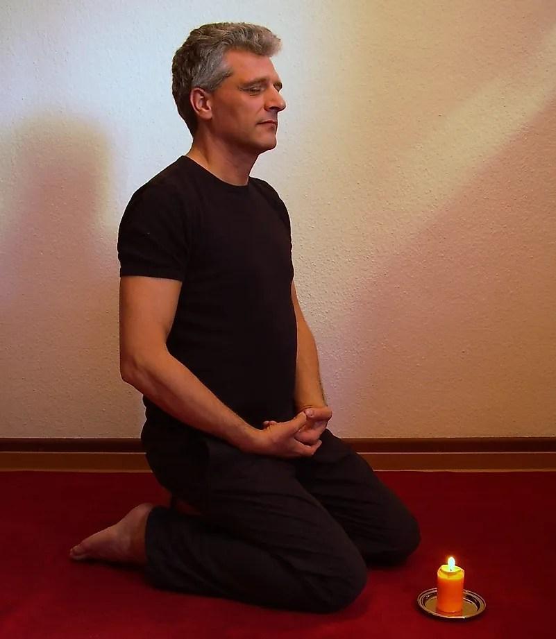 A meditação é uma ótima maneira de relaxar.  Crédito da imagem: Pxfuel.com