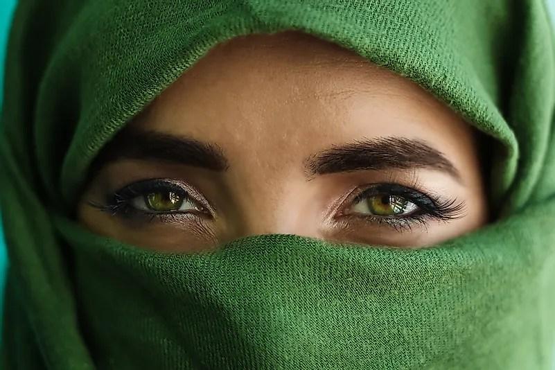 Feche de olhos verdes de uma menina.