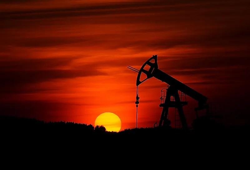 Nos últimos dez anos, nunca houve um declínio na demanda por petróleo no mundo, até agora.  Foto de Zbynek Burival em Unsplash