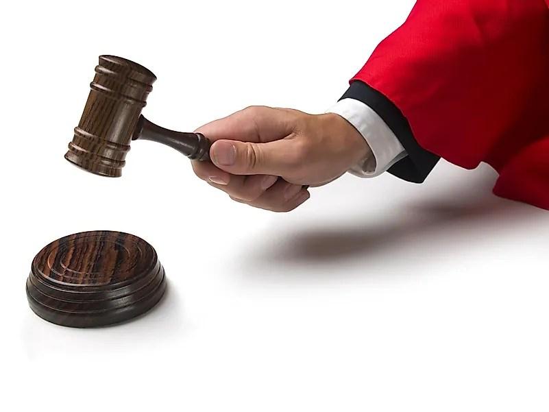 Os juízes usavam essa cor para enfatizar o poder e a autoridade que o estado lhes deu.