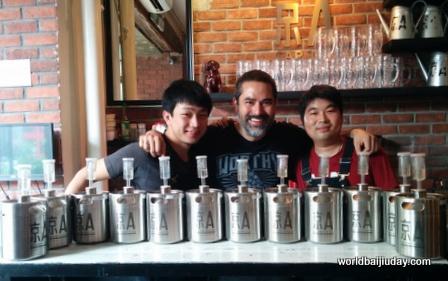 jing-a baijiu beer tests for world baijiu day beijing china (2)
