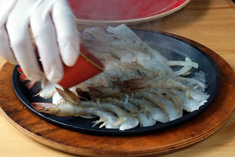 world baijiu day 2018 sumiao kitchen baijiu sizzling shrimp 1 feature