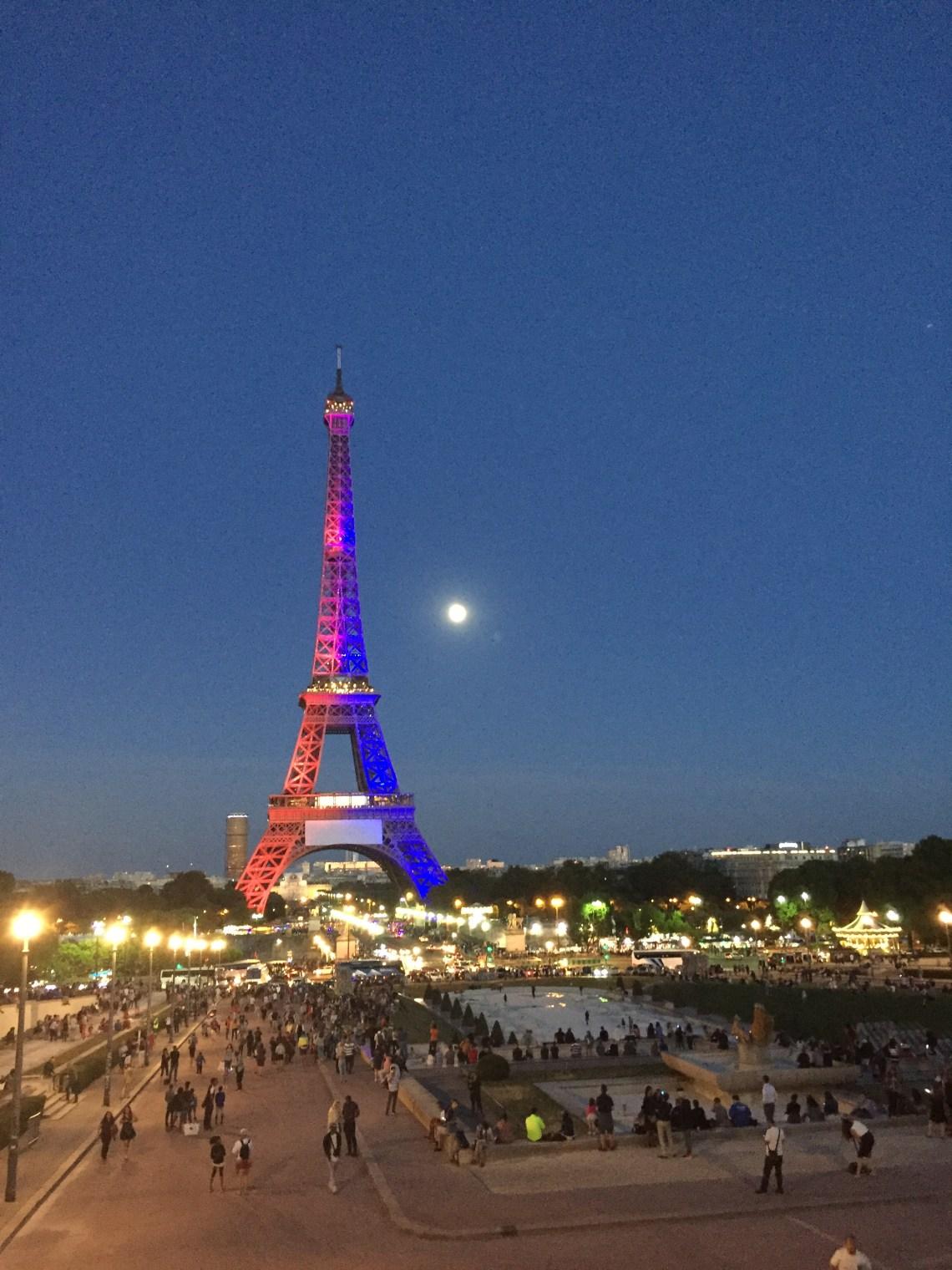 Wieża Eiffla w kolorach Paris Saint German