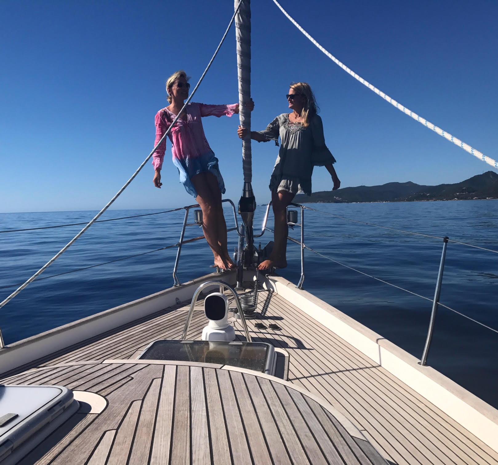 Hallberg-Rassy 43 – Victoria – for SaleA Hallberg Rassy 43 sailing