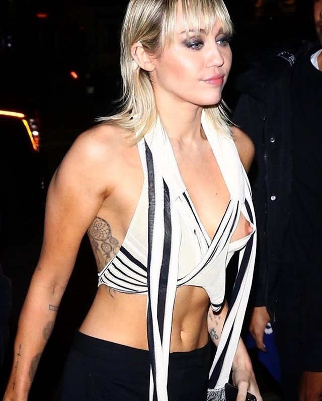 Miley Cyrus opps moment of hollywood actress