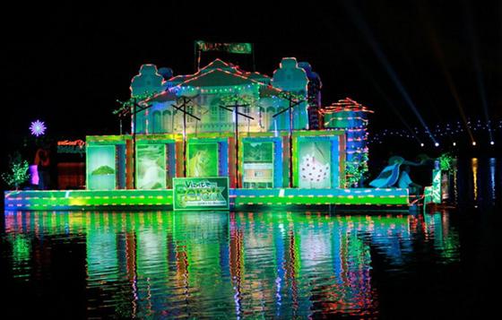 international-tourism-night-floral-parade-3