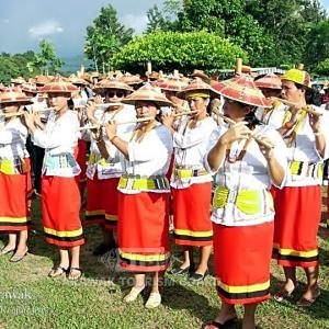 sarawak-borneo-people-lun-bawang-bamboo-band