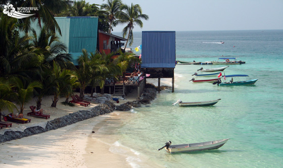 small-boats-at-perhentian-island