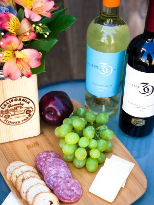 Picnic Basket Menu: Ideas for crafting the perfect spring time adults only picnic   wine   picnic   spring   picnic baskets