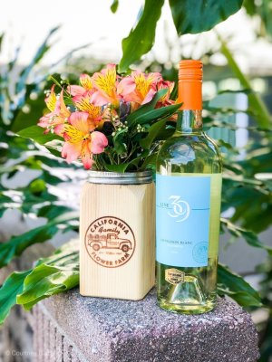 Picnic Basket Menu: Ideas for crafting the perfect spring time adults only picnic | wine | picnic | spring | picnic baskets