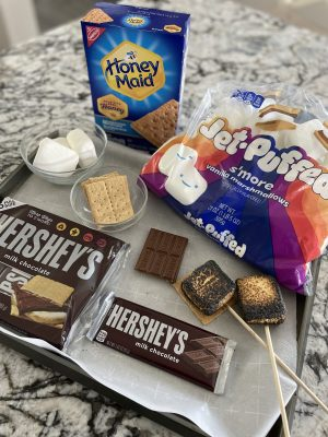 Looking for a fun way to celebrate Memorial Weekend with the kids but don't want to tackle the outside heat? Here's how we took the classic s'more treat and moved it indoors. #summer #recipie #smores