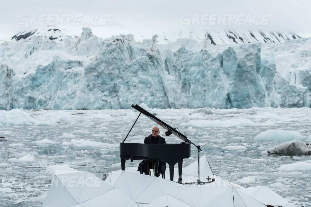 16/06/2016 Wahlenbergbreen Glacier, Svalbard, Norway Greenpeace holds a historic performance with pianist Ludovico Einaudi on the Arctic Ocean to call for its protection Through his music, acclaimed Italian composer and pianist Ludovico Einaudi has added his voice to those of eight million people from across the world demanding protection for the Arctic. Einaudi performed one of his own compositions on a floating platform in the middle of the Ocean, against the backdrop of the Wahlenbergbreen glacier (in Svalbard, Norway). The famous musician travelled on board Greenpeace ship Arctic Sunrise on the eve of a significant event for the future of the Arctic: this week's meeting of the OSPAR Commission, which could secure the first protected area in Arctic international waters. © Pedro Armestre/ Greenpeace Handout - No ventas -No Archivos - Uso editorial solamente - Uso libre solamente para 14 d'as despuŽs de liberaci—n. Foto proporcionada por GREENPEACE, uso solamente para ilustrar noticias o comentarios sobre los hechos o eventos representados en esta imagen. © Pedro Armestre/ Greenpeace Handout - No sales - No Archives - Editorial Use Only - Free use only for 14 days after release. Photo provided by GREENPEACE, distributed handout photo to be used only to illustrate news reporting or commentary on the facts or events depicted in this image. 16/06/2016. Glaciar Wahlenbergbreen, Svalbard, Noruega Greenpeace organiza un concierto hist—rico con el pianista Ludovico Einaudi en el ocŽano çrtico para pedir su protecci—n El prestigioso compositor y pianista italiano Ludovico Einaudi ha unido su voz, a travŽs de la mœsica, a la de los ocho millones de personas de todo el mundo que piden la protecci—n del çrtico, con la interpretaci—n de una pieza creada especialmente para la ocasi—n sobre una plataforma flotante en mitad de ese ocŽano, frente al glaciar Wahlenbergbreen (en Svalbard, Noruega). Einaudi ha viajado al çrtico a bordo del barco de Greenpeace Arctic Sunrise, coincidiendo con el comienzo en Tenerife de una importante cita para el futuro del çrtico: la reuni—n esta semana de la comisi—n OSPAR, que podr'a asegurar la creaci—n de la primera zona protegida en aguas internacionales del ocŽano çrtico. © Pedro Armestre/ Greenpeace Handout - No ventas -No Archivos - Uso editorial solamente - Uso libre solamente para 14 d'as despuŽs de liberaci—n. Foto proporcionada por GREENPEACE, uso solamente para ilustrar noticias o comentarios sobre los hechos o eventos representados en esta imagen. © Pedro Armestre/ Greenpeace Handout - No sales - No Archives - Editorial Use Only - Free use only for 14 days after release. Photo provided by GREENPEACE, distributed handout photo to be used only to illustrate news reporting or commentary on the facts or events depicted in this image.