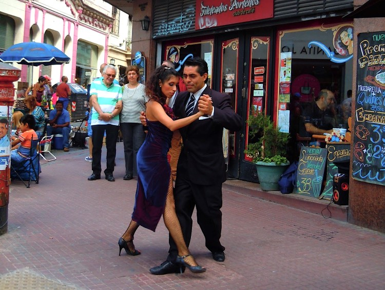 Tango dancers on the streets of San Telmo, Buenos Aires