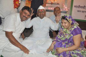Mr. Shyan Sundar Paliwal and Mrs. Anita Paliwal with Anna Hazare