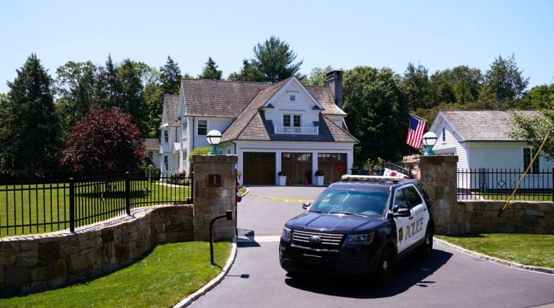 Mamá e hija, de 7 años, encontradas muertas por posible doble homicidio en una casa