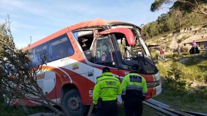 Accidente de bus en Susudel deja 10 heridos
