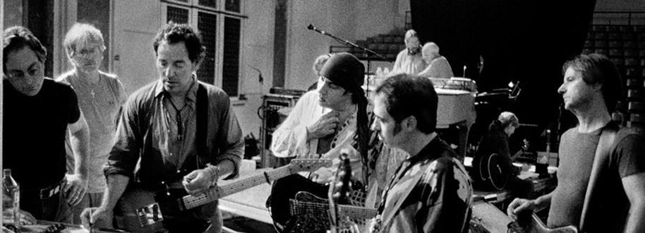 Sinterklaas is amper in het land of de PostNL piet kwam al een pakje brengen! De Bruce Springsteen Album Collection 1973-1984 #springsteen
