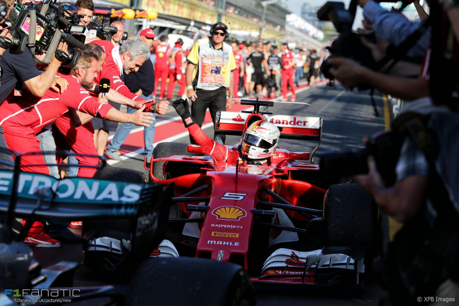 YES!! Eindelijk Ferrari weer!! F1 2017 is begonnen! Max mooi 5e! #f1 #ausgp #vettel #ferrari