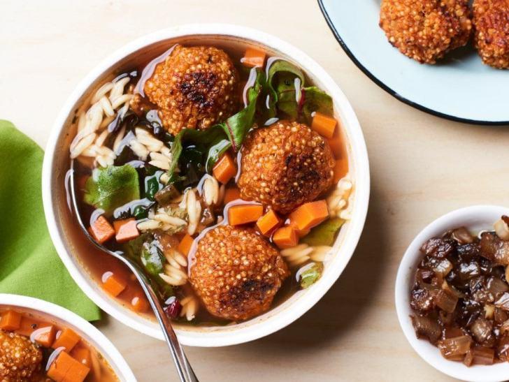 Italian Soup with Quinoa Meatballs | Vegan in College | World of Vegan | #soup #college #recipes #meatballs #quinoa #healthy #worldofvegan