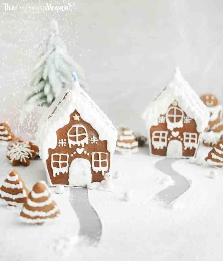 The Ultimate Christmas Guide |Gingerbread House | #christmas #baking #ginger #house #vegan #worldofvegan