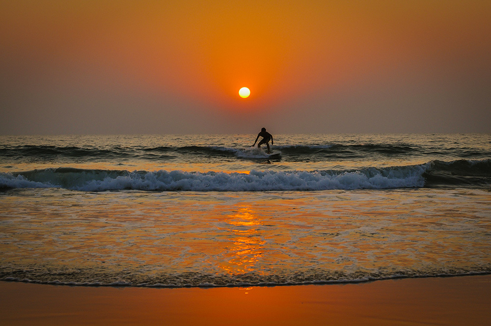 agonda-surfer