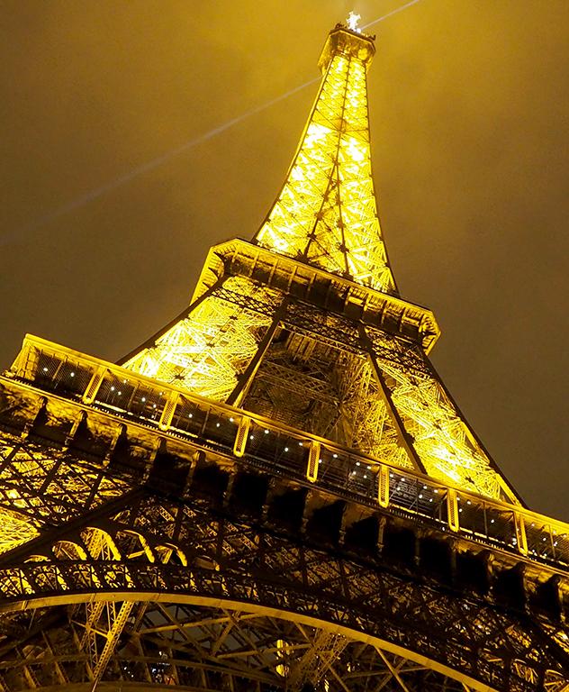 9 Tour Eiffel noche