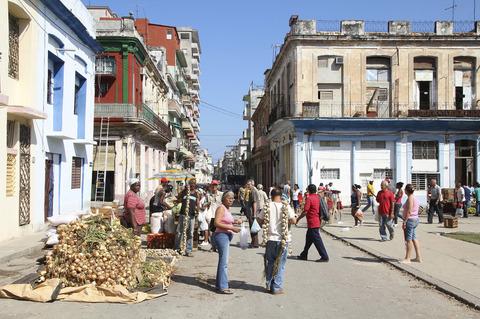 Farmer-Market-in-Havana-Cuba.jpg