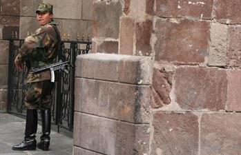 Guarding Ecuador Prez