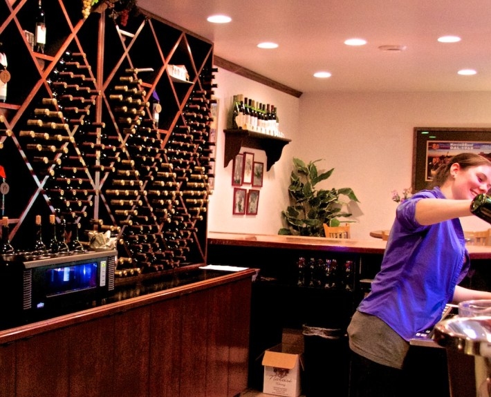 pouring-wine-narcisi-winery