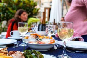 portugal-food-table