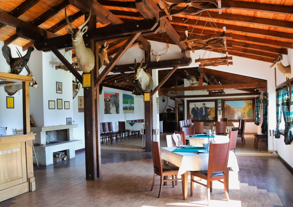 Salla Estate restaurant and dining room.