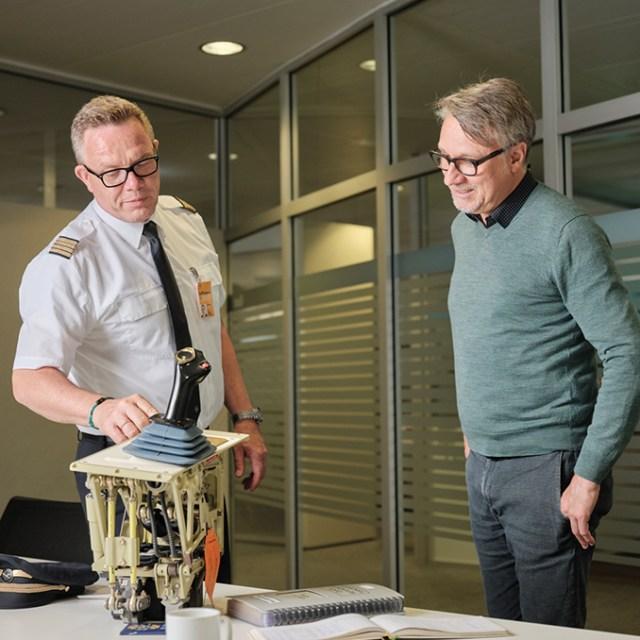 Stefan Wolf explica cómo funciona la palanca lateral