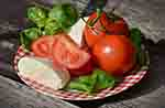 Healthy tomatoes snack (Pixabay)