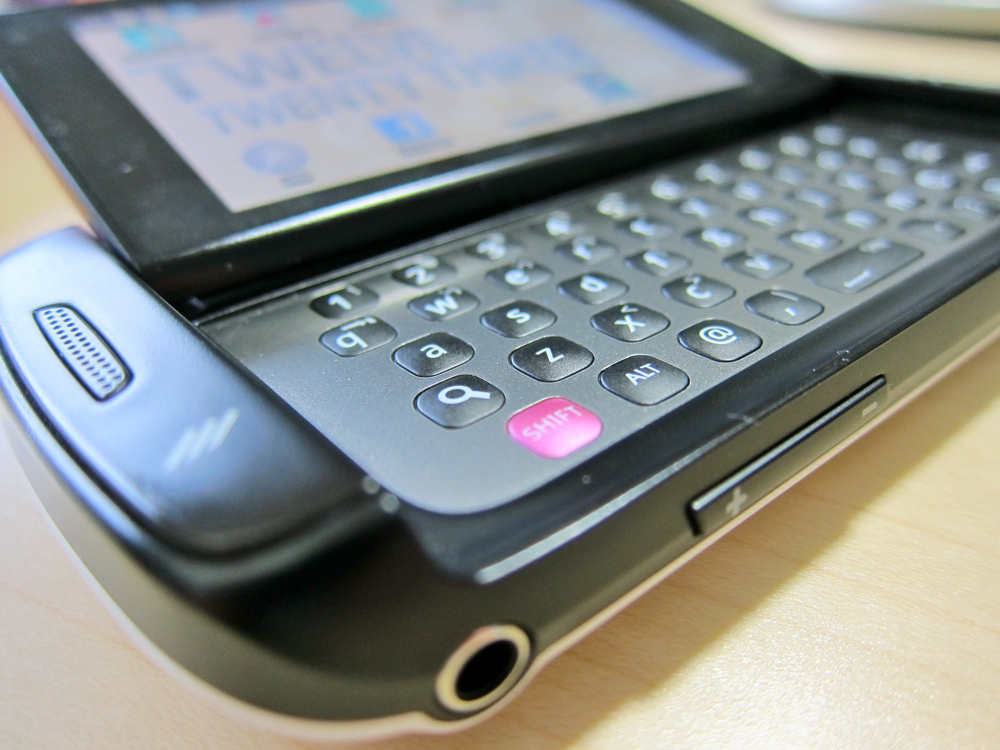 Sidekick Samsung phone with Qwerty keyboard old phone