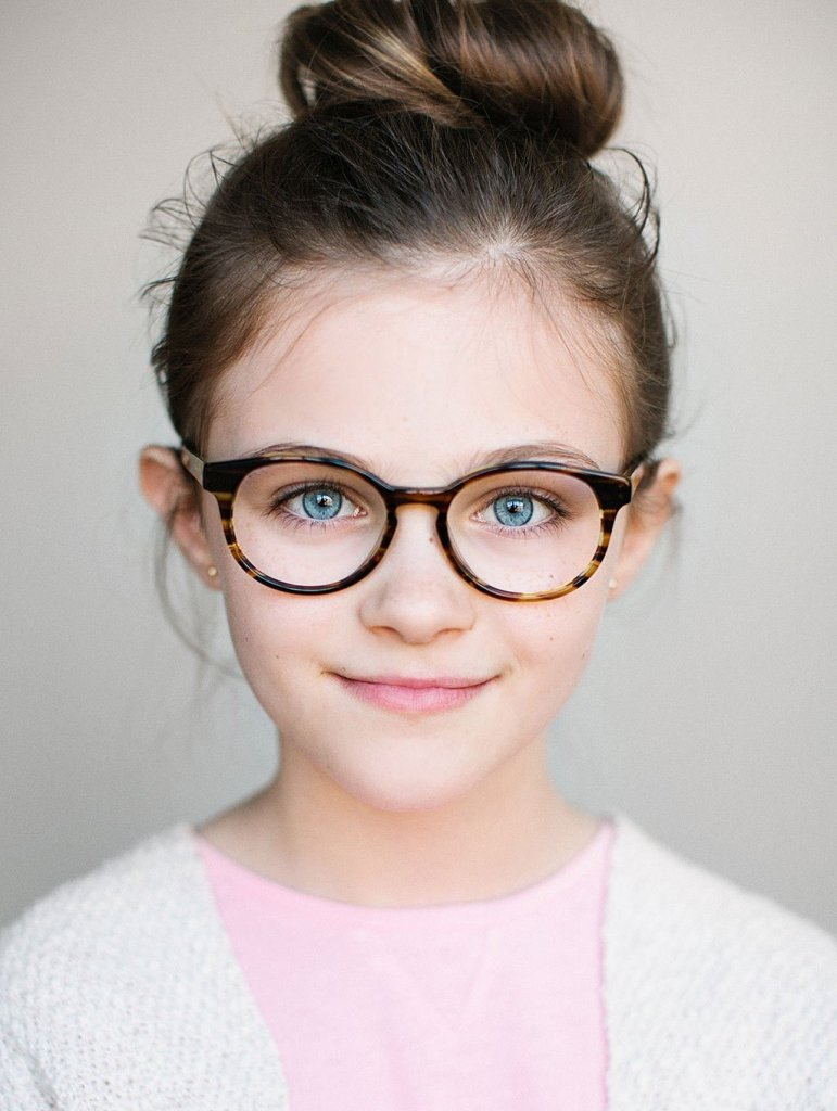 What is the right time for having the children's eyes examined for lazy eye problems? American Optometric Association (AOA) guidelines