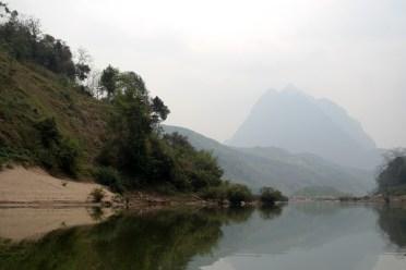 Sur la Nam Ou de Muang Khua à Nong Khiaw - www.worldtrips.fr