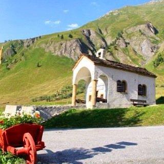 Tour du mont blanc hike switzerland
