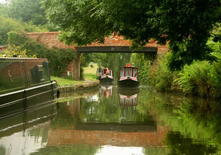 Britain canal boat holiday