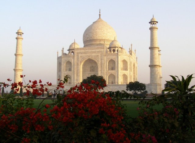 Taj-Mahal-gardens-Agra-India