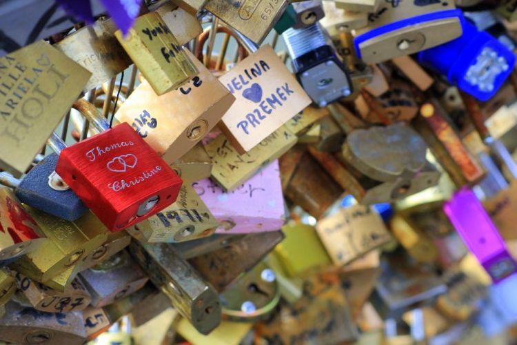 Paris lovelocks Pont des Arts-002